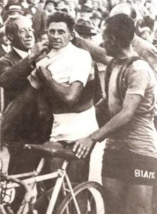 Alfredo Binda revêt le maillot arc-en-ciel en 1930